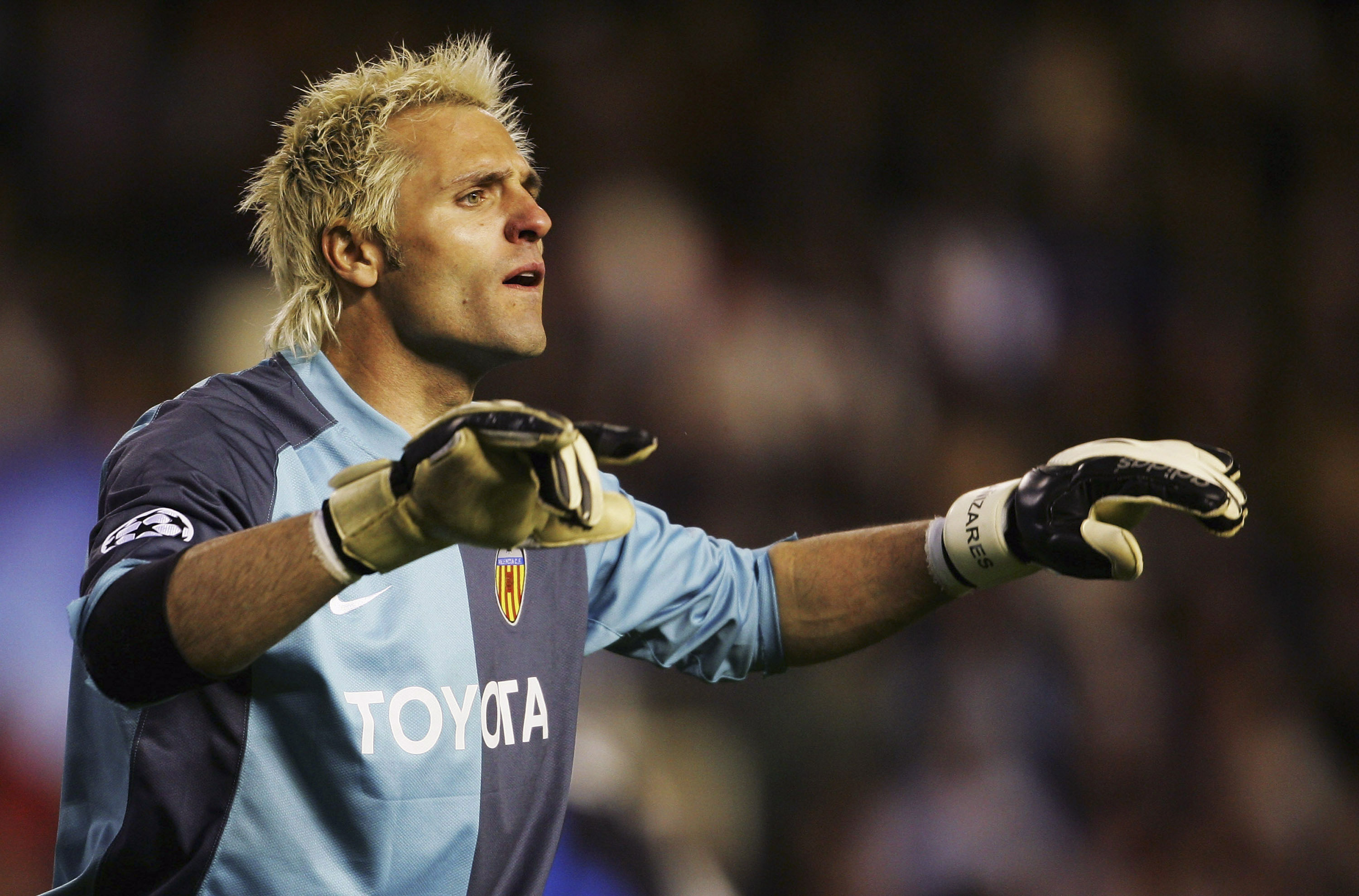 Spanish goalkeeper Santiago Canizares playing for Valencia in the Uefa Champions League